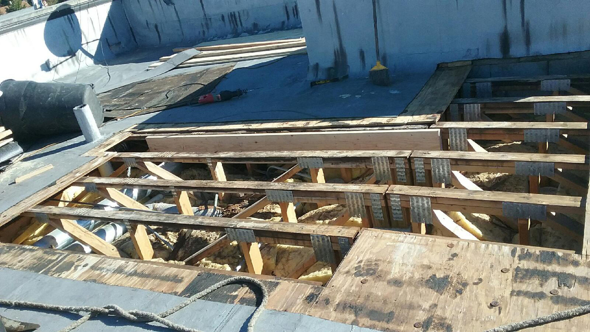 Leaking roof repair roofing contractor chicago flat roof - Water leakage from roof ...